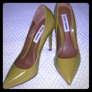 Steve Madden Proto Yellow Leather Pointed Pumps